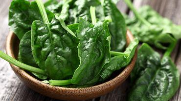 Szpinak to warzywo, które doceniane jest nie tylko za jego cenne wartości odżywcze, ale również za przyjemny i lekko kwaskowaty smak