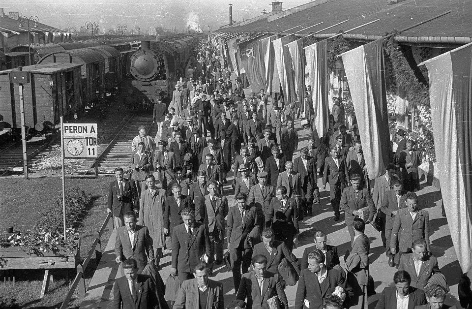 Powitanie delegatów na  Światowy Kongres Intelektualistów w Obronie Pokoju. Warszawa, 29 sierpnia 1948 r.
