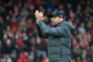 Liverpool rozbity w Pucharze Ligi. Juergen Klopp z Kataru pocieszał w przerwie piłkarzy