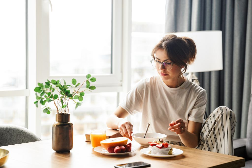 Dlaczego nie powinniśmy zapominać o zjedzeniu śniadania?