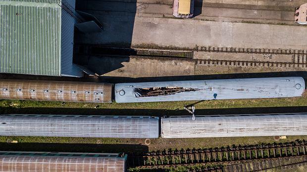 Zdjęcie numer 0 w galerii - Rdza, wybite szyby, dziury w dachu. Tak wygląda