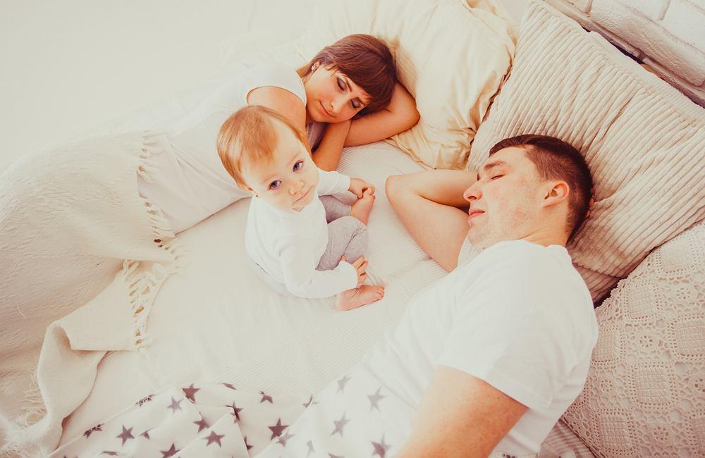 Na pewnym etapie życia dziecka pojawiają się problemy z zasypianiem, ponieważ maluchowi. zwyczajnie szkoda czasu na sen