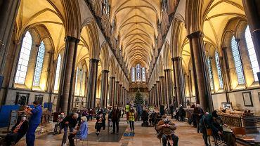 Akcja szczepień przeciwko koronawirusowi w katedrze w Salisbury