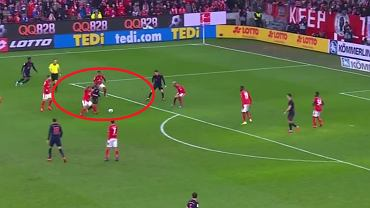 Rajd Thiago Alcantary w meczu Mainz - Bayern Monachium