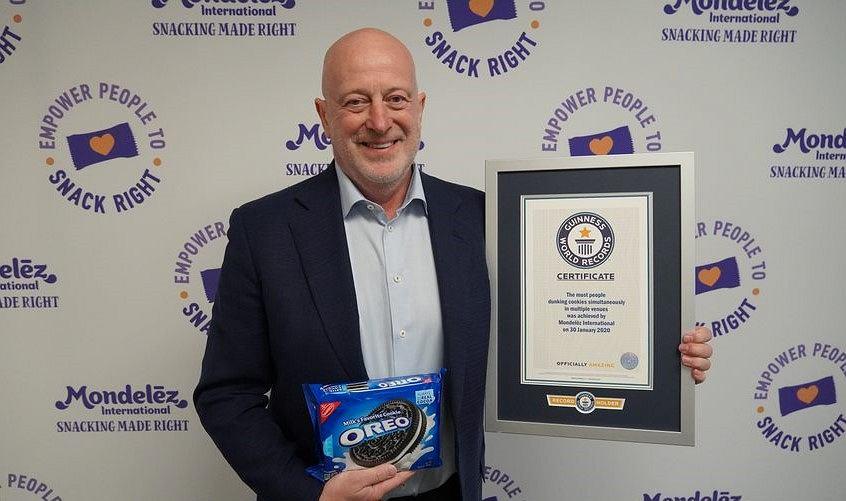 Rekord Guinnessa w kategorii Najwięcej osób moczących ciastka