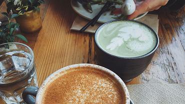 Matcha czy kawa - co jest zdrowsze? Oba napoje niosą wiele korzyści