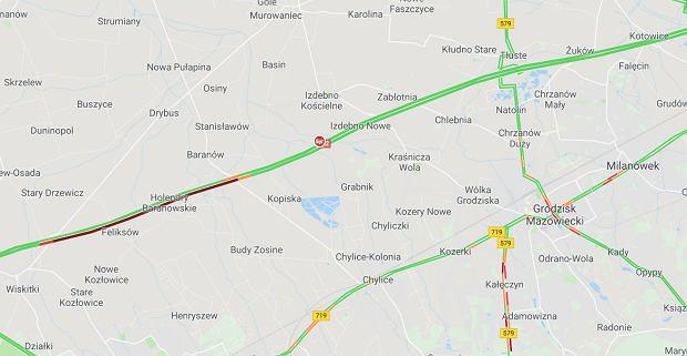 Autostrada A2 zablokowana. Na wysokości Baranowa zderzyły się trzy pojazdy