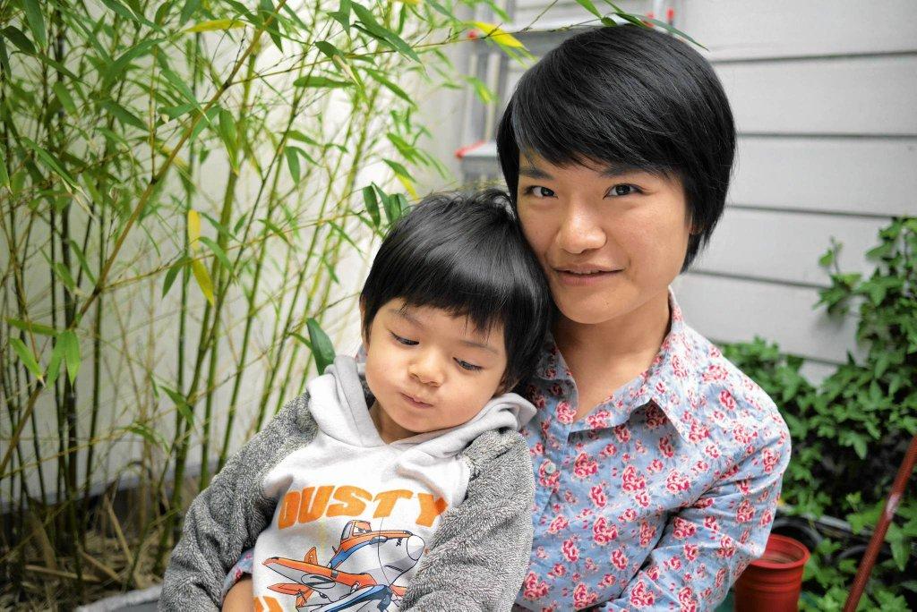 FANG YUAN (35 LAT)- MAMA TRZYLETNIEGO ALISTAIRA