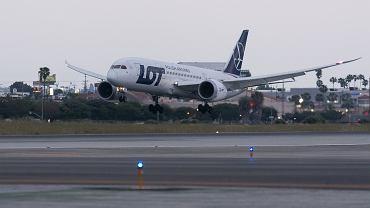 Samolot  LOT-u Dreamliner 787-8 na lotnisku w Los Angeles