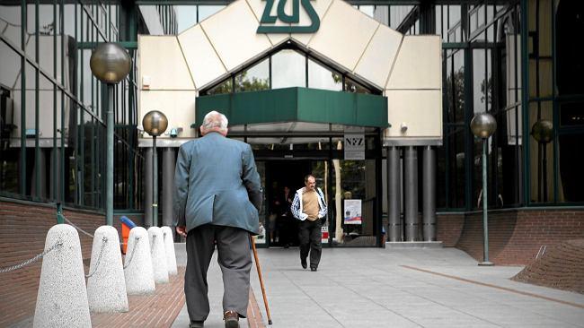 Jeden rocznik. Kobiety dostały średnio 250 zł więcej do emerytury, mężczyźni nic. ZUS im odmawia