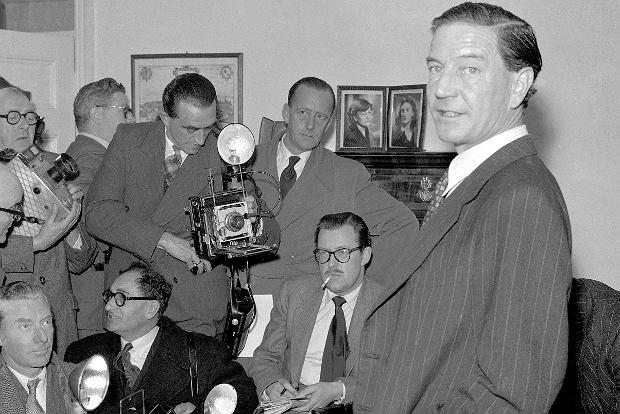 W listopadzie 1955 r. Harold 'Kim' Philby zorganizował konferencję prasową, podczas której protestował przeciwko - jak się zarzekał - niesłusznym oskarżeniom go o kontakty z radzieckim wywiadem.
