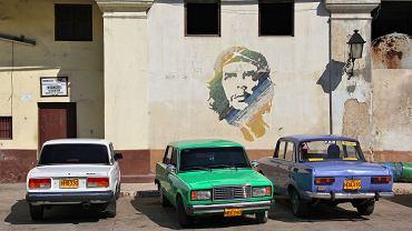 Posowieckie łady w Hawanie. Kubański wskaźnik zmotoryzowania społeczeństwa to circa 40 aut na 1000 osób, co akurat wychodzi wszystkim na zdrowie... (w Warszawie odpowiednio 600/1000)