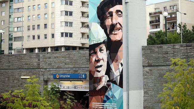 Inżynier Karwowski i Roman Maliniak pozdrawiają. Z nowego muralu przy metrze na Ursynowie
