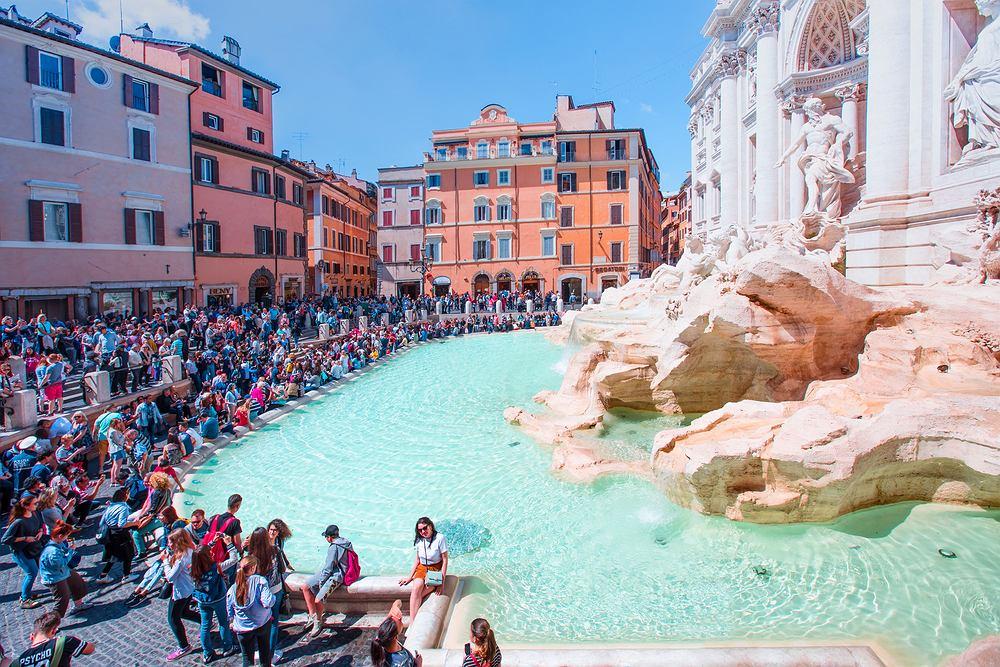 Będą ograniczać dostęp do fontanny di Trevi. Z powodu tłoku