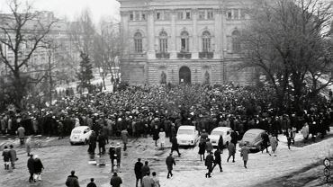 8 marca 1968 r. Studencki wiec na Uniwersytecie Warszawskim
