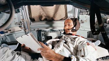 Collins podczas treningu w symulatorze modułu dowodzenia