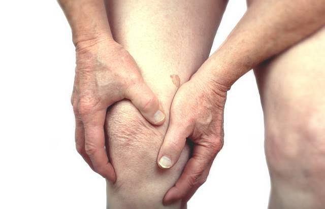 Bóle stawów, a niekiedy zmiany skórne ich obrębie mogą oznaczać zapalenie skórno - mięśniowe