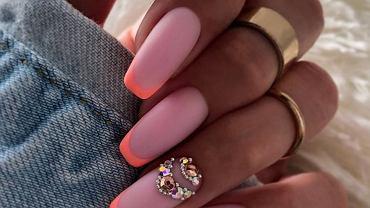 Czas na wakacyjne paznokcie 2021! Taki manicure jest teraz w modzie!