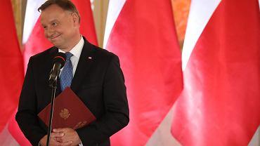 Kto zrezygnował z udziału w zaprzysiężeniu Andrzeja Dudy. Lista nieobecnych rośnie