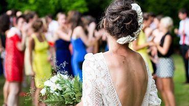Sukienki na wesele latem