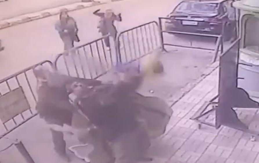 Egipski policjant podczas akcji