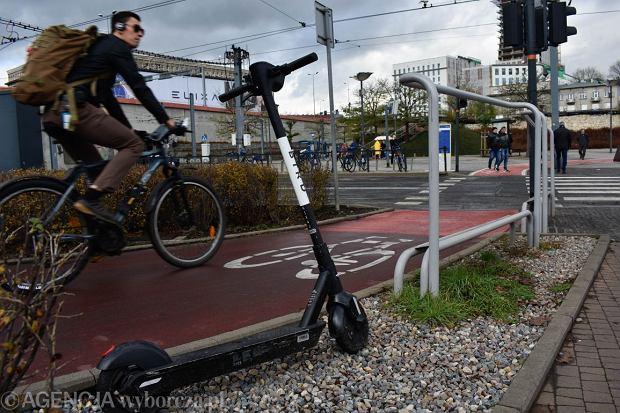 d06.12.2019 Krakow , rowery i hulajnogi elektryczne w miescie .Fot. Wojciech Perek / Agencja Gazeta