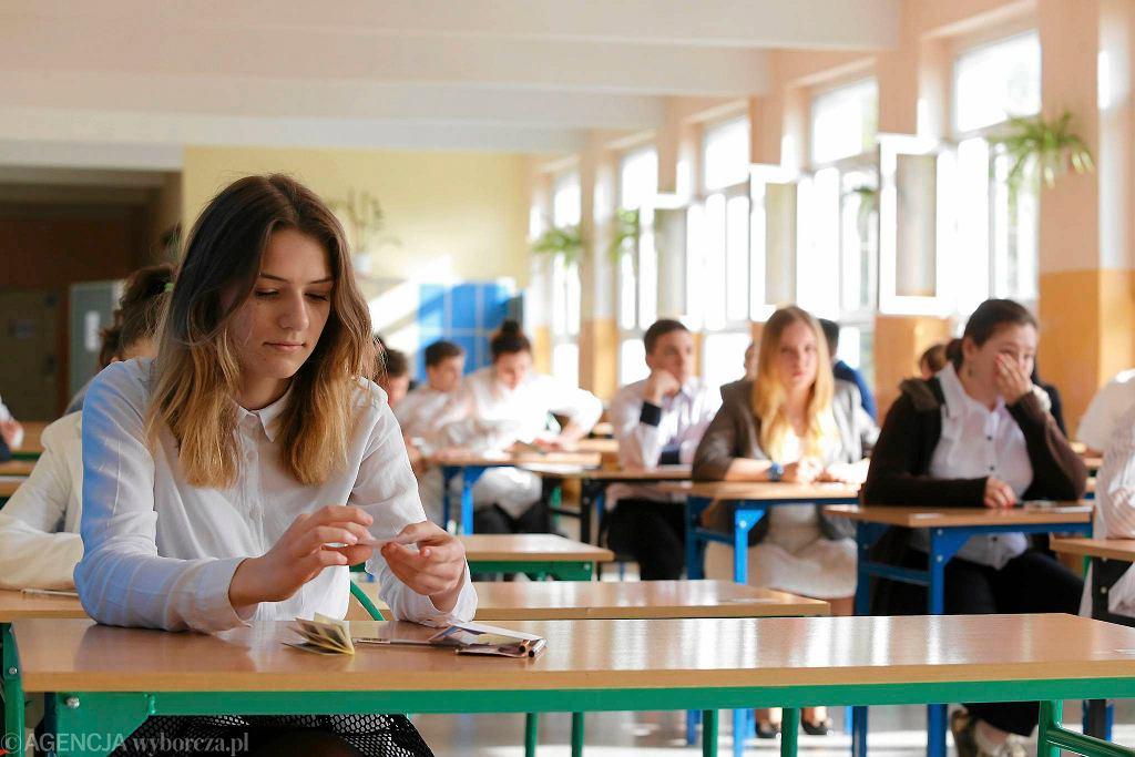 Ostatnie chwile przed egzaminem gimnazjalnym w Gimnazjum nr 21 w Toruniu