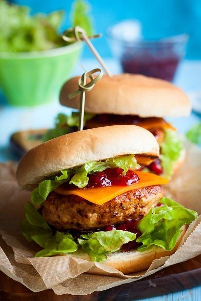 Bakalland - Burger z grillowaną piersią z kurczaka i żurawiną