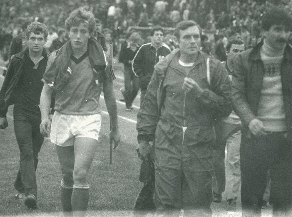 Ryszard Tarasiewicz (drugi z lewej) jako piłkarz Śląska Wrocław