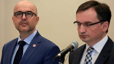 Prokurator Generalny Zbigniew Ziobro podczas konferencji prasowej w sprawie zabójstwa Piotra i Alicji Jaroszewiczów