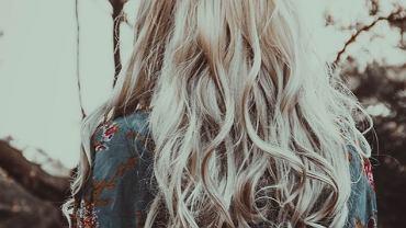 Sposób na siwe włosy. Jak o nie zadbać?