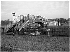 Zabytkowa śluza w Kędzierzynie-Koźlu na Odrze, wokół której odbywają się liczne imprezy i stanowi wizytówkę drugiej części Kędzierzyna, czyli Koźla. Niedzielne spacery oraz spływy kajakowe to jest to:)