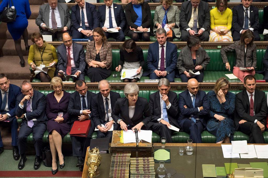 Brytyjska premier Theresa May przemawia w parlamencie, 5 grudnia 2018.