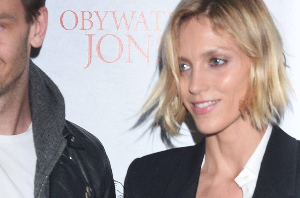 Anja Rubik z tajemniczym mężczyzną na premierze filmu 'Obywatel Jones'