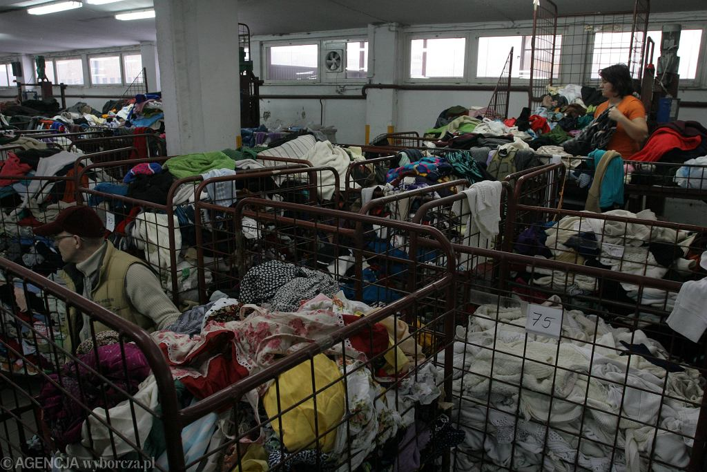 Martwy noworodek w sortowni ubrań w Kielcach. Zatrzymana nie jest matką dziecka. Policja zdumiona