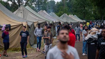 Uchodźcy z Iraku w obozie pod Solecznikami, 4 sierpnia 2021 r.