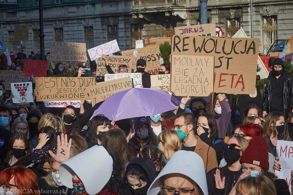 25.10.2020, Łódź. Czwarty dzień protestów przeciw wyrokowi TK ws. aborcji