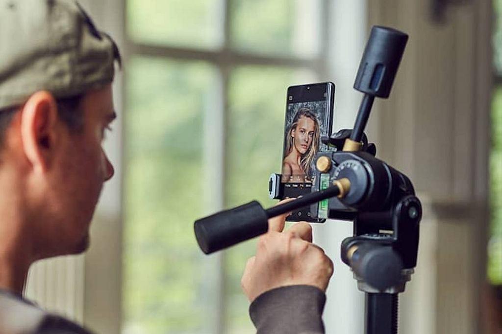 Ze smartfona Huawei P40 Pro chętnie korzysta Marcin Tyszka.