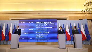 Konferencja prasowa premiera Morawieckiego i Michała Dworczyka, 26 sierpnia 2021 r.