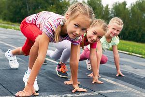Rywalizacja w szkołach. Córka zajęła ostatnie miejsce w zawodach. Dyrektor jej pogratulował