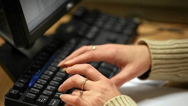 Jak pokazują badania - 83 proc. ludzi ufa opiniom przeczytanym w Internecie