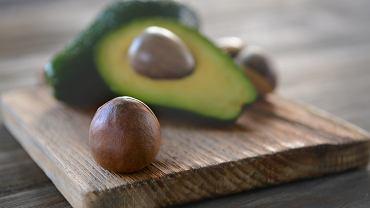 Pestka z awokado jest jadalna, a co więcej zawiera wiele cennych składników