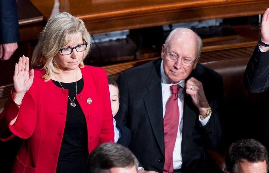 Chenney ze swoją córką Liz, podczas jej zaprzysiężenia na członka Izby Reprezentantów