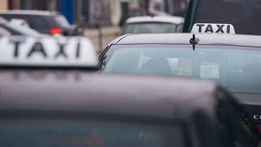Mokotów. 47-latek nie chciał, by jego partnerka odjechała taksówką. Wyjął broń i postrzelił kierowcę