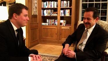Ambasador USA Stephen Mull (z prawej) podczas wywiadu dla Gazeta.pl