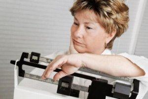 Nadchodzi menopauza? Uważaj, co jesz! Coraz łatwiej przytyć, coraz trudniej zrzucić