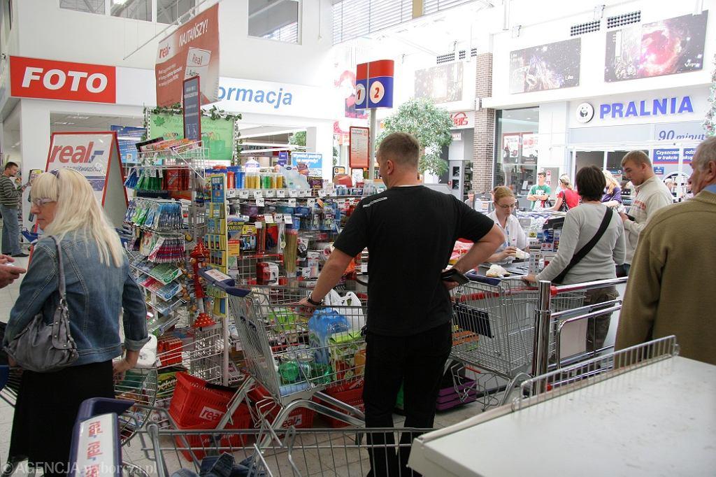 Niedziele handlowe 2018. W których sklepach zrobimy zakupy pomimo zakazu?