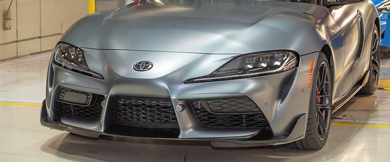 Toyota GR Supra już w produkcji seryjnej. Pierwszy egzemplarz sprzedano za 2,1 mln dolarów