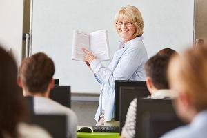 Emerytura dla nauczyciela. Wybrać powszechną czy z Karty nauczyciela?