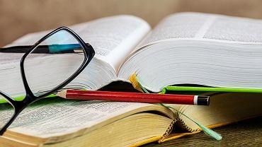 W wielu książkach spotkamy się z motywem przemijania. Zdjęcie ilustracyjne, pixabay.com